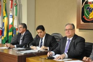 Roberto Andrade e demais deputados da comissão aprovam requerimentos que cobram providências dos órgãos de Estado em relação à segurança da mcirorregião de Viços