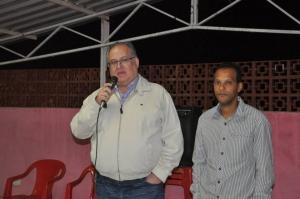 Roberto Andrade ao lado de Adilson da Saúde, liderança em Jequeri
