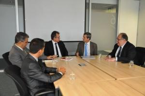 Roberto Andrade ouve do secretário o plano de ação do Governo de Minas para a economia do estado