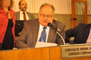 Requerimento que pede prioridade à concessão da licença ambiental de Confins é de iniciativa do deputado Roberto Andrade