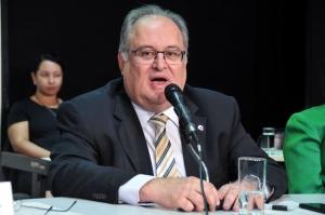 De acordo com Roberto Andrade, a regularização de imóveis é o primeiro passo para viabilizar políticas públicas visando ao desenvolvimento do Estado
