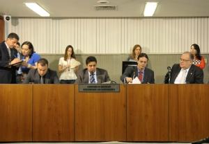 A imprensa deve ser livre e independente, diz Roberto Andrade