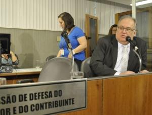 Roberto Andrade quer regulamentação rigorosa para empresas de cartão de crédito