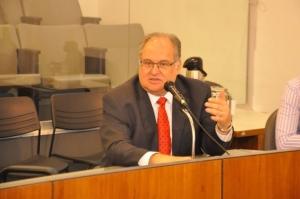 Roberto Andrade deu ênfase à importância da presença dos setores acadêmicos e científicos nos debates