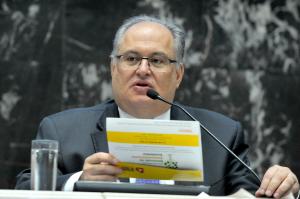 Empresas e universidades devem estreitar laços, defende Roberto Andrade