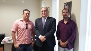 Marcone Oliveira e Luciano Machado no gabinete do deputado Roberto Andrade, em Belo Horizonte