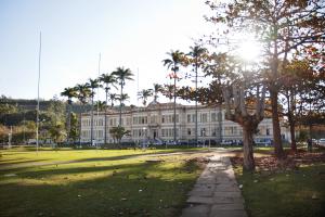 Prestes a completar nove décadas de existência, UFV recebe homenagem a pedido de deputado viçosense