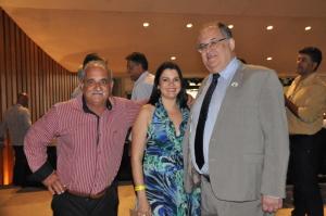 Na cerimônia, o deputado Roberto Andrade encontrou o prefeito Cunha (Coimbra) e a secretária de saúde Jaqueline Lopes (Araponga)