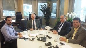 Ângelo Chequer e Roberto Andrade entregam ao presidente Bernardo Alvarenga e ao diretor Luis Santos ofício com reivindicações para Viçosa